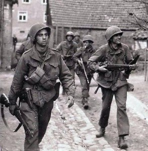 WW2-Photo-WWII-US-Soldiers-Europe-M1-Garand